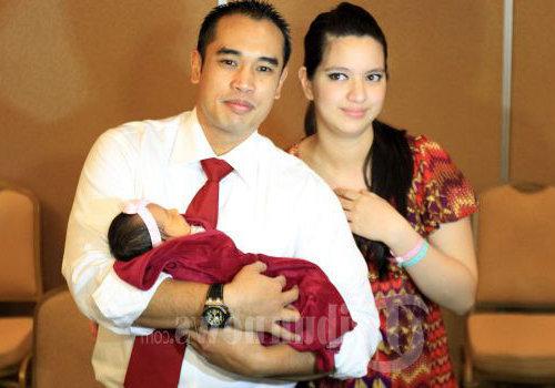 Foto Anak Pertama Nia Ramadhani Mikhayla Zalindra Bakrie 2012