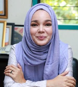 Foto Dewi Sandra Terbaru