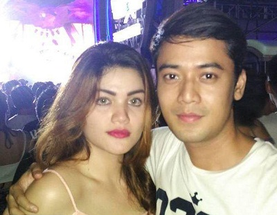 Foto Kriss Hatta dan istrinya